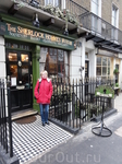 У входа в музей Шерлока Холмса, Бейкер стрит