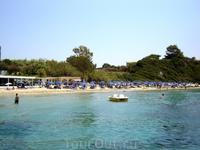 Греция. о.Кефалония. Ласси. Пляж у отеля Медитарранц. Слева ресторанчик.