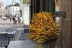 Бельгия. Знаменитая бельгийская картошка фри. Картошка как картошка, но очень дешево и огромная порция. С голоду самое то!