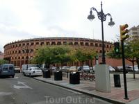 По соседству с Площадью Портильо находится другая площадь - Plaza de Toros de Misericordia с сооружением понятного назначения - ареной для корриды. Странное ...