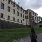 Замок прекрасен со всех сторон)