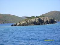 Одинокая скала(Залив Гёкова)