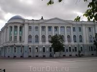 К 1916 году на углу Семинарской площади и Верхнее-волжской набережной было построено здание конторы пароходного общества «Волга», ставшее одной из наиболее ...