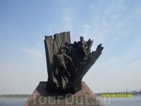 Набережная. Памятник погибшим в Афганистане.