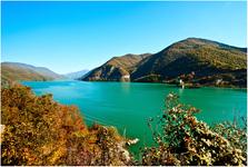 Очень красивое место на Военно-грузинской дороге- Жинвальское водохранилище неподалёку от Тбилиси