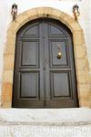 """А вот эта дверь, здесь даже есть рука, называемая в Тунисе """"пятерня Фатимы"""""""