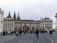 Вид на Первый двор с Градчанской площади