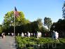Мемориал Ветеранов Корейской войны был открыт в 1995-м году. Фигуры выглядят достаточно реалистично, особенно по вечерам, когда включается подсветка.