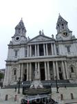Собор построили заново.  Современное здание Собора возводилось в 1675–1710 годах. Архитектор проекта Кристофер Рен не только восстановил сгоревший собор, он создал абсолютно новое грандиозное здание,
