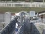 После причаливания матрос открывает ворота на пристани для выхода в город