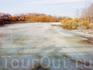 Разлив Псковы в этом месте на ней находится плотина, которую скрыли весенние воды (вид с пешеходного моста вверх по течению).