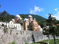 г. Новый Афон. Православный монастырь восстанавливается после разрушения во время военных действий. Попали на службу. А после нее по всем окрестностям ...