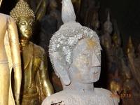 Будды в пещере Пак У. Внешне они совершенно индуистские.