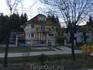 А на севере Венгрии уже несколько иная современная архитектура - эти дома уже больше напоминают виллы.