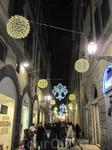 Вечерняя Флоренция, украшенная к рождественским праздникам.