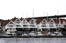 Очень симпатичные домики в самом начале прогулки по фьорду