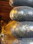 Такое фото наверно есть у каждого, кто был в Ват По, это один из доступных ракурсов, чтобы запечатлеть Будду от головы до кончиков пальцев