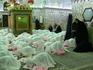 Когда мы вошли в мечеть,то растерялись. На ковре сидели маленькие девочки в белых чадорах с отделкой розовыми перьями.У многих на руках были перчатки ...