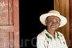 бабушка) женщины на Мадагаскаре очень быстро стареют