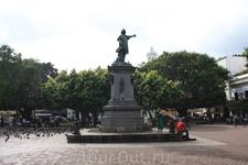 Памятник Х.Колумбу и индианке Таинос