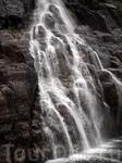 Можно было даже зачерпнуть воду из водопада