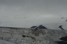 Впереди Эльбрус. Но мы туда не поехали, был туман