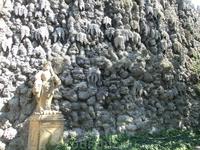 В общем, стена лично на меня произвела странное впечатление части какого-то потустороннего мира.