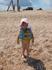 народу на пляже мало-есть где разгуляться