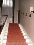"Лестница между этажами в отеле ""Вилла Омалия"""