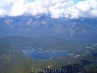 налево - озеро Eibsee