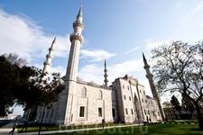 Мечеть Сулеймана. Около неё есть хаммам, куда пускают семьи и группы. Мы побоялись незнания местных обычаев и банного этикета и пошли туда. Ничуть не пожалели, всё очень понравилось
