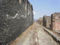 Улица в Помпеях. Раскопки из-под пепла.