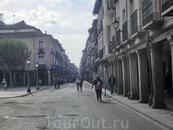 Calle Mayor снова вывела нас к площади Сервантеса. Мы обошли по кругу городок и снова направились к станции, чтоб вернуться в Мадрид.