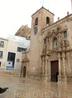 Старейшая церковь города, базилика Санта Мария, находится недалеко от площади консистории.