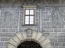 Один из домов замка, стены которого также декорированы в стиле сграфито.