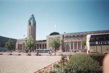 Площадь у железнодорожного вокзала.