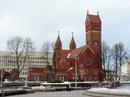 костел св. Симеона и Елены Построен в начале 20 века на деньги Вайниловичей. Часто по незнанию туристы считают этот костел главным католическим храмом ...