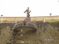 памятник Серго