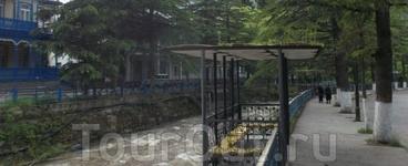 Знаете, что действительно удивило в Боржоми? От подобного городка-курорта ожидаешь подобия российских минеральноводческих парков, заполненных наполовину ...