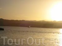 красивый закат на красном море