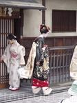 Черное кимоно с золотым поясом-это очень официально, как для мужчин смокинг