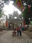Внутренний дворик Храма Куан Тхань