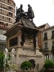 Памятник Изабелле Кастильской и Христофору Колумбу в Гранаде.