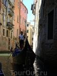 Этой профессии не занимать романтизма, недаром у гондольеров есть даже особый вид песен, называемых баркарола (от итал. barca — «лодка»).