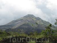 Вулкан Батур, вид с лавового поля