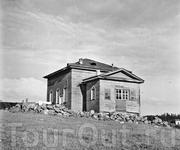 В 1878 году приступили к постройке нового храма, и в таком виде он простоял до наших времен.(1900 г.) Храм одноглавый, тут же вместе с храмом и колокольня ...