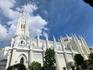 Она была построена в 1912-1914 года в стиле неоготики. Очень красивая, с резным фасадом, напоминающим собор Сеговии.