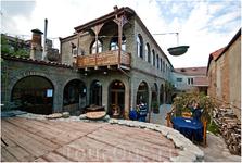 здание винодельни(вино, бар, ковры и художественная галерея)