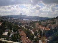 Мост Ататюрка через Босфор, соединивший европейский и азиатский берега Турции, стал одним из символов этой страны. По длине он занимает четвертое место ...