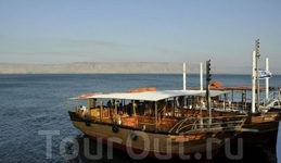 Лодки на озере.